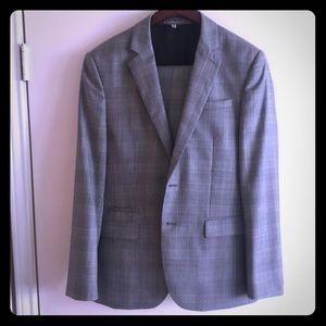 Express Photographer Fitted Suit. 42S